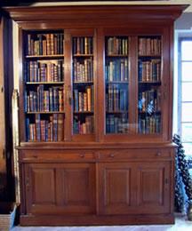 http://www.antiek-encyclopedie.nl/categorieen/meubelen/images/antieke%20boekenkast%20schuifdeuren.jpg